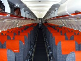 Easyjet chasse de plus en plus la client le affaires snpnc for Interieur avion ryanair